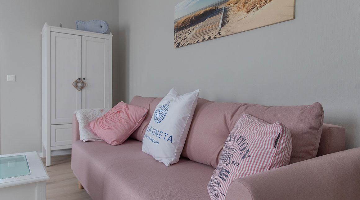 Kormoran-Ferienwohnung-Wohnbereich-couch-villa-vineta